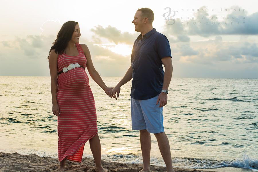 cute-maternity-couple-beach